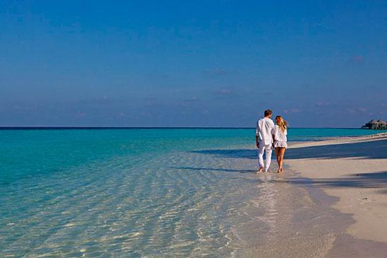 Stranden vid Kuredu på Maldiverna