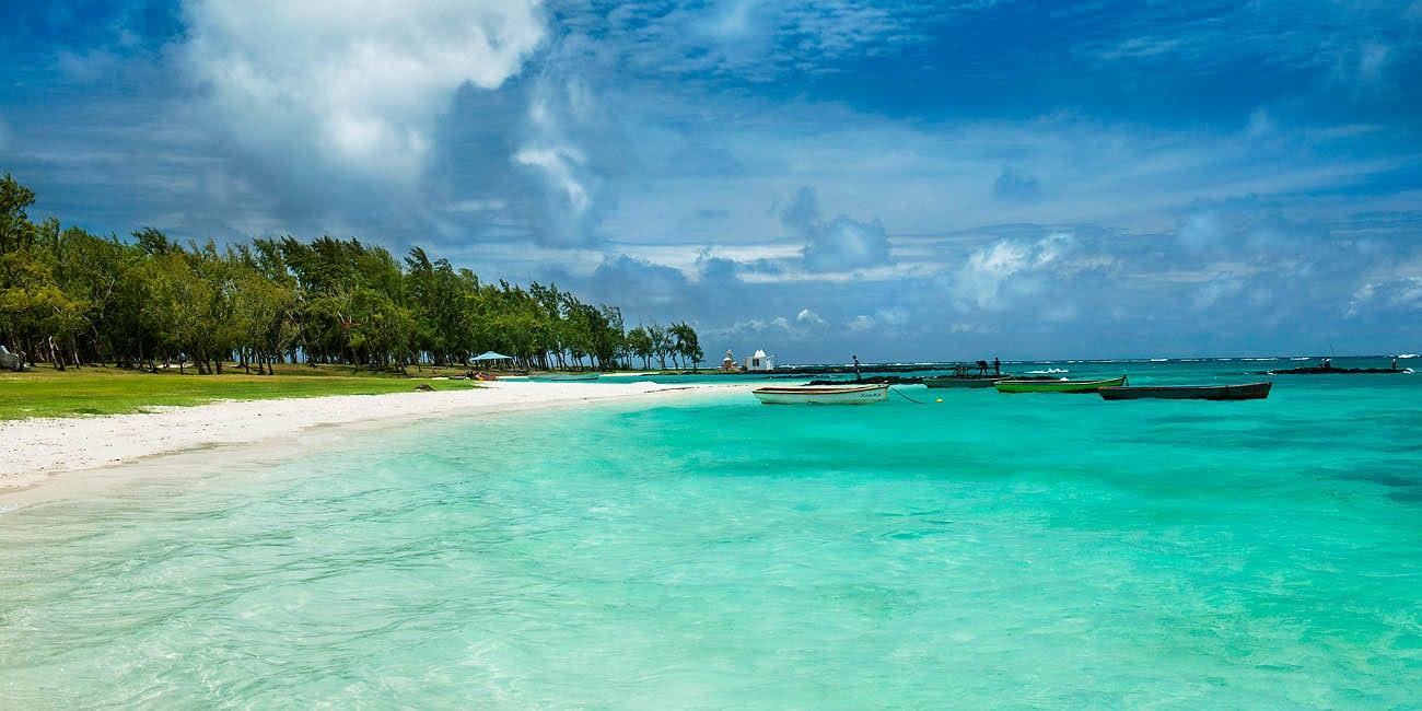 Mauritius har ett subtropiskt klimat med behagligt vatten