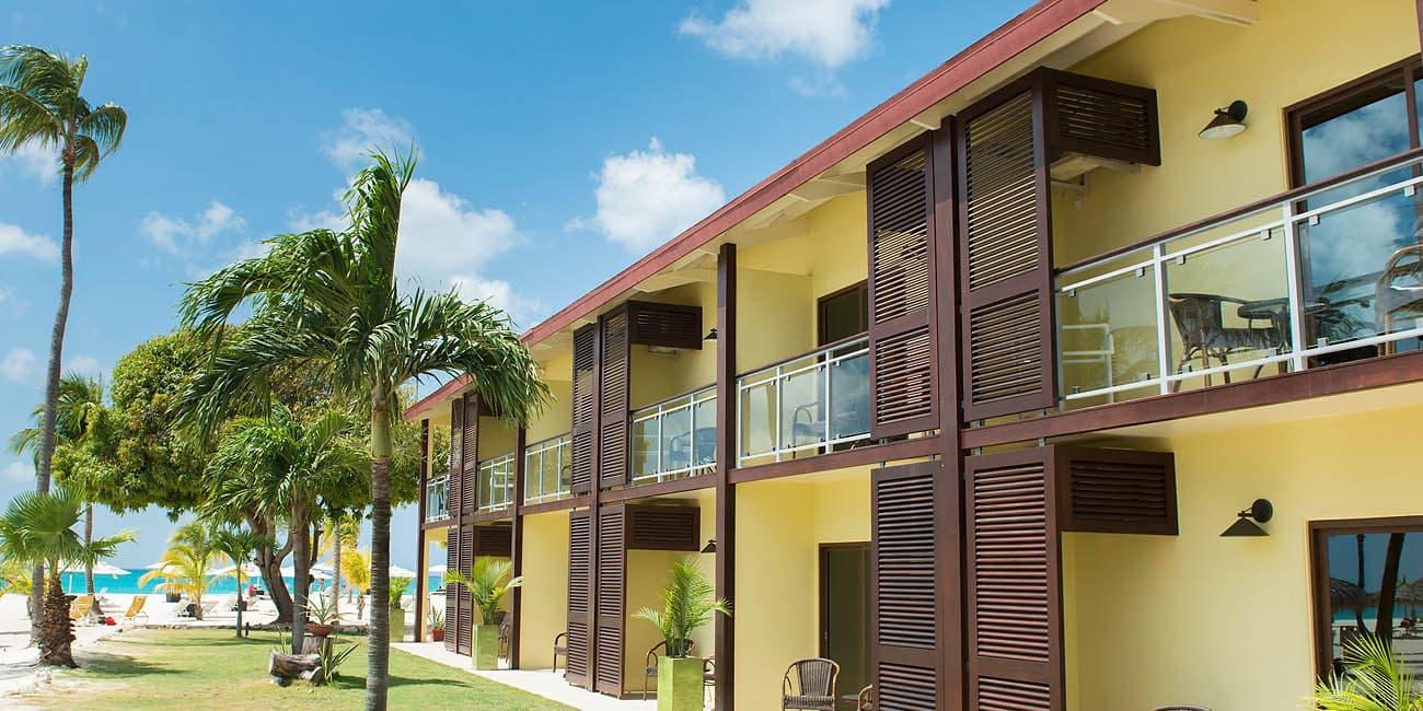 Så kan utsidan på ett hotell ut i Aruba
