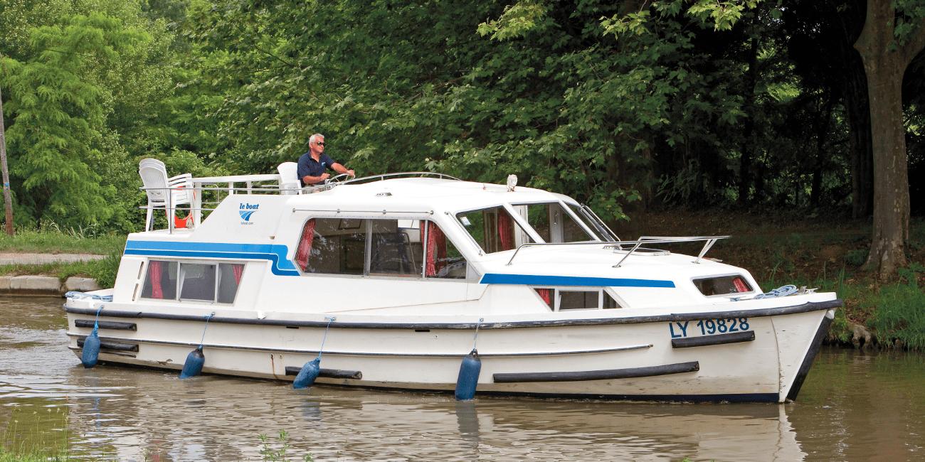 Corvette, en något en äldre båt för rundresor längs kanalen