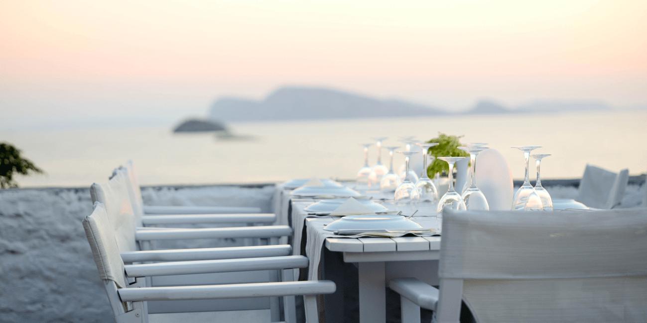 Fint dukat med maträtter från det grekiska köket