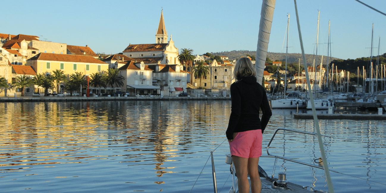 På rundresor och seglatser går vi i land på olika destinationer