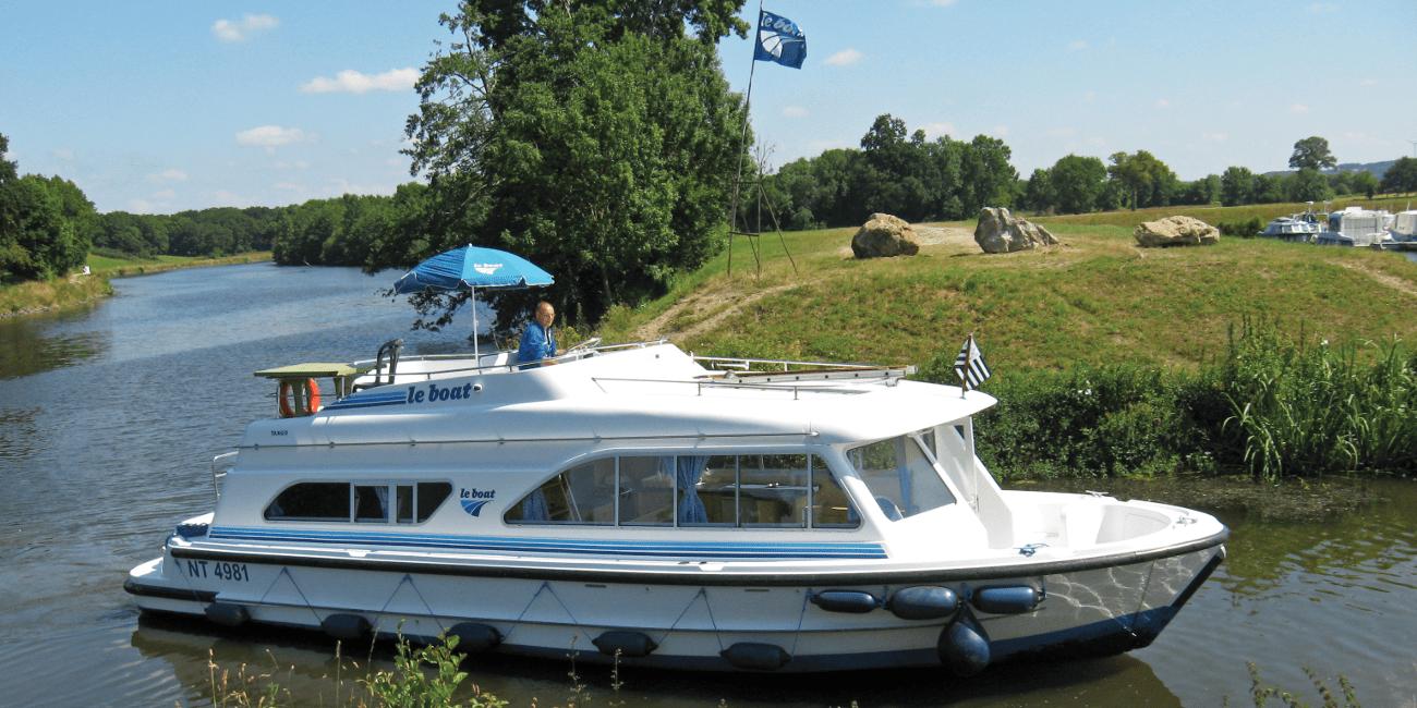 Båten Tango på en kanalbåtresa