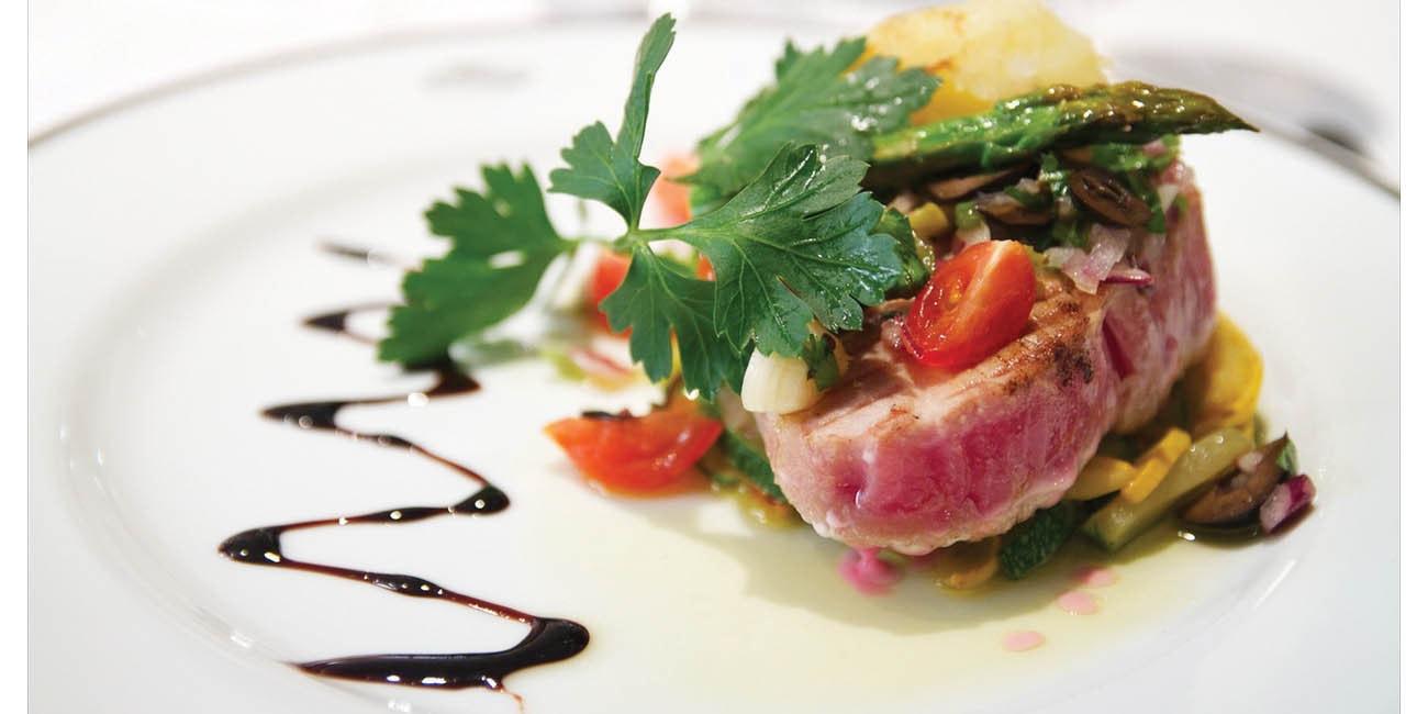 Fin mat serveras på Yacht Club