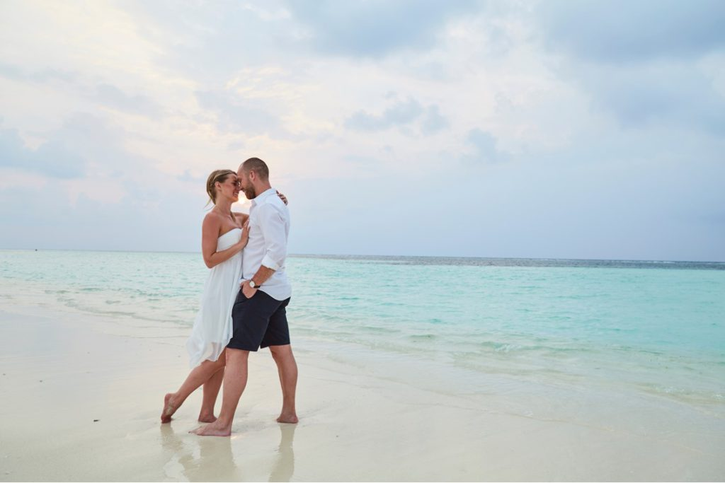 Kärleken spirar på stranden