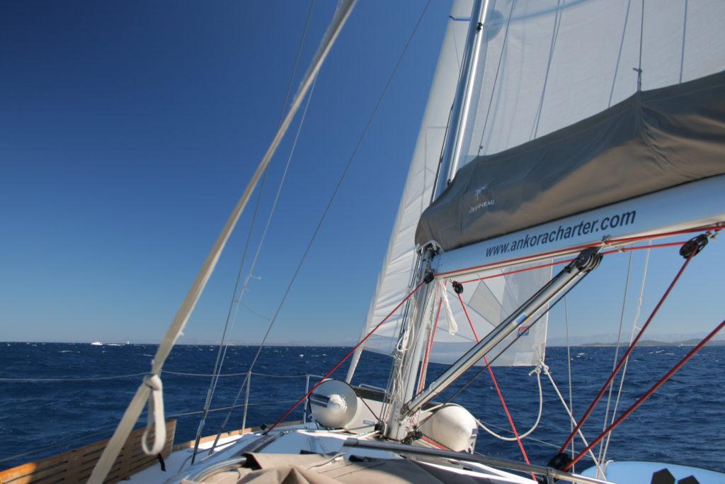 Det är bra med vind på denna båtresa
