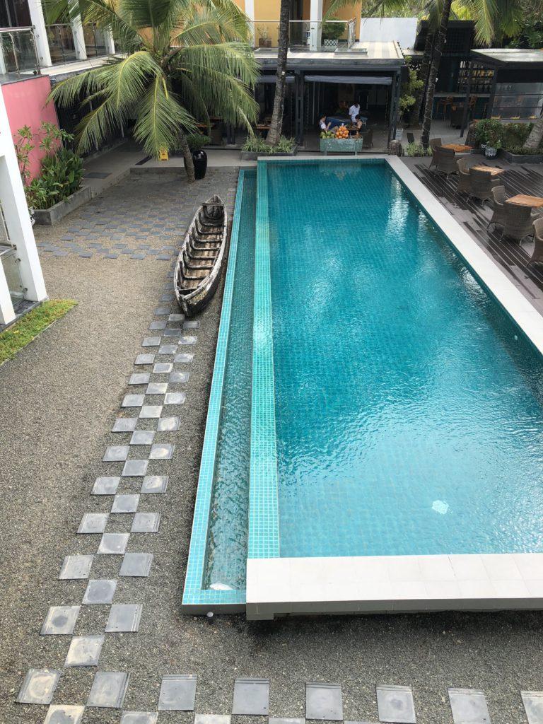 Efter en intensiv dag kan man bada i poolen