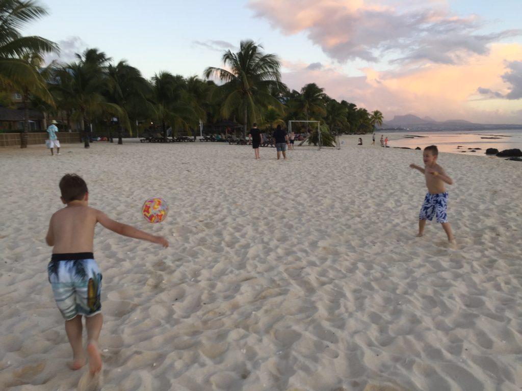 Fotboll på stranden