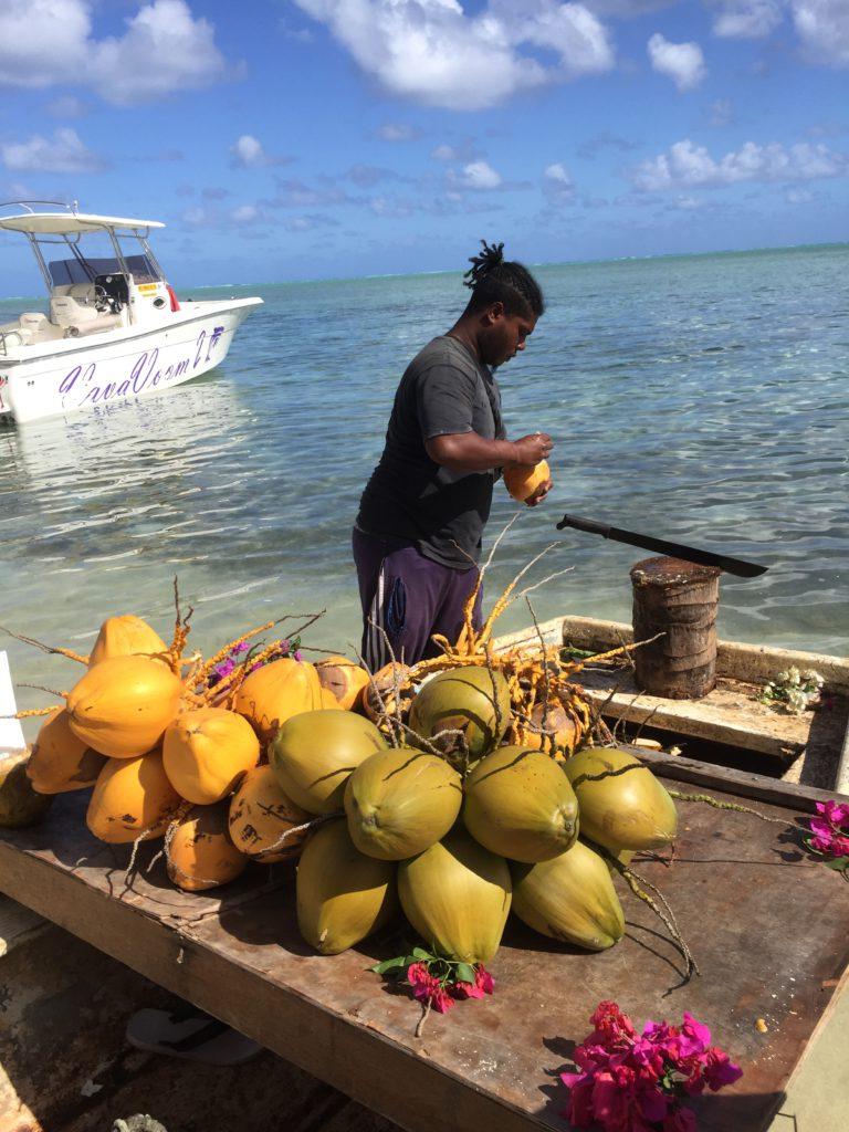 Köp frukt och skaldjur vid hamnen