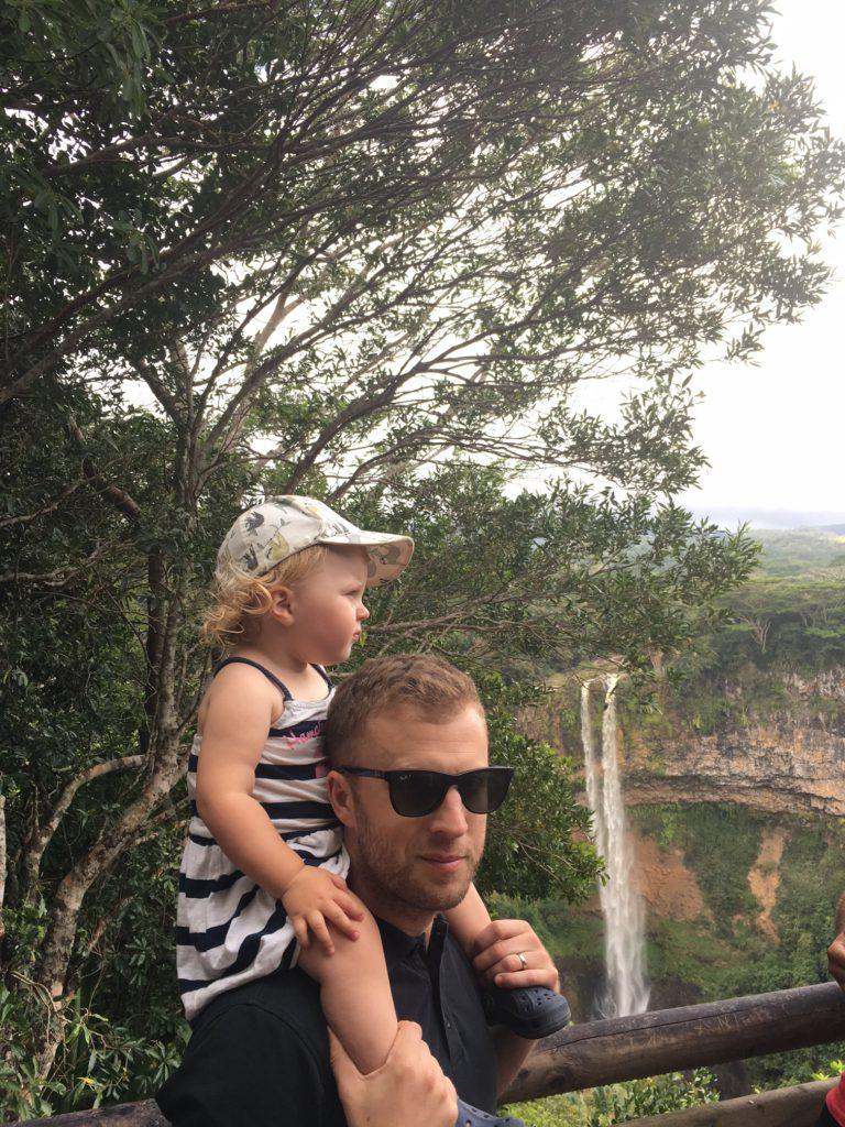 Se vattenfall och upplev naturen