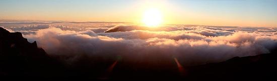 Soluppgång över vulkanen Haleakala på Hawaii