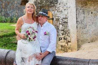 Ett lyckligt par som gift sig utomlands