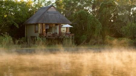 River lodge på vattnet utanför Royal Chundu, Zambia