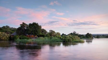Soluppgång vid floden Zambezi, Zambia