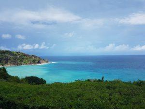 Skön utsikt från Four Seasons Seychellerna