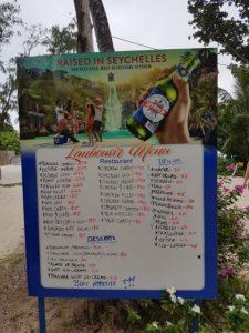 Lunchskylt på La Digue, Seychellerna