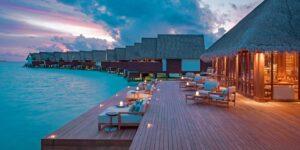 Ocean Villas i solnedgången på Heritance Aarah