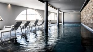 Simma några längder i poolen