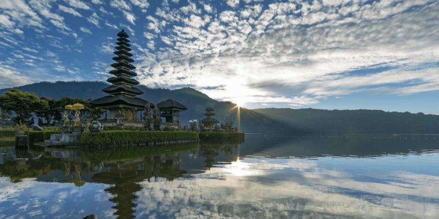 Ett av otaliga tempel på Bali